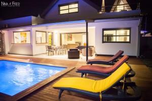piscine et transats de nuit